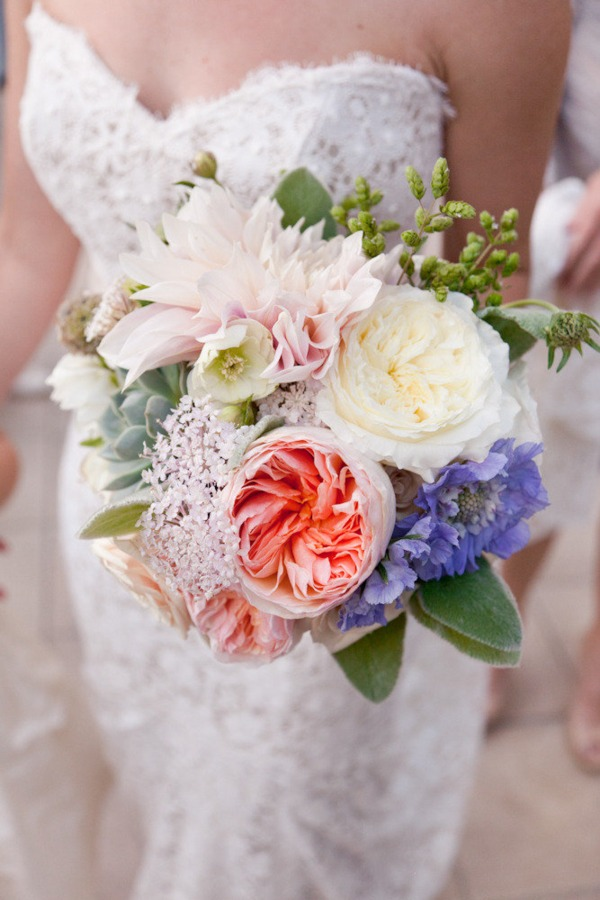 bride close up bouquet
